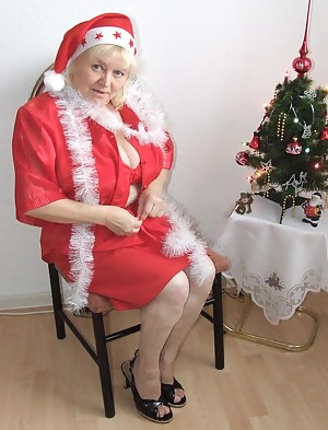 Mature Christmas Porn Pictures