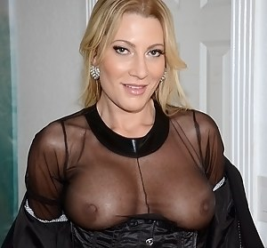 Mature Flashing Porn Pictures