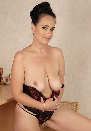 Mature Saggy Tits Porn Pictures